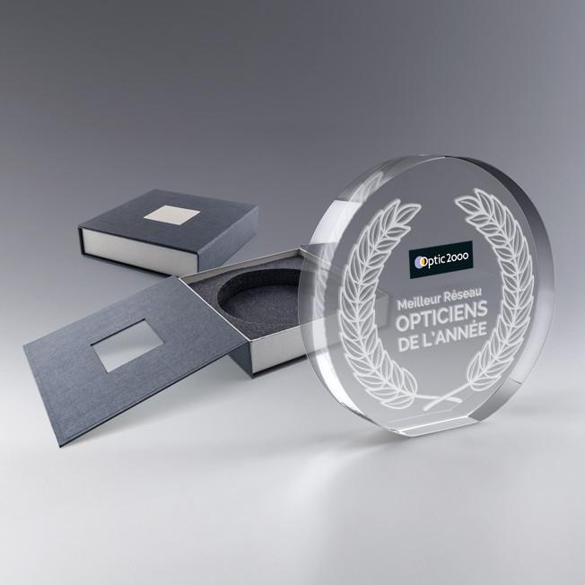trophée en verre rond personnalisé gravé