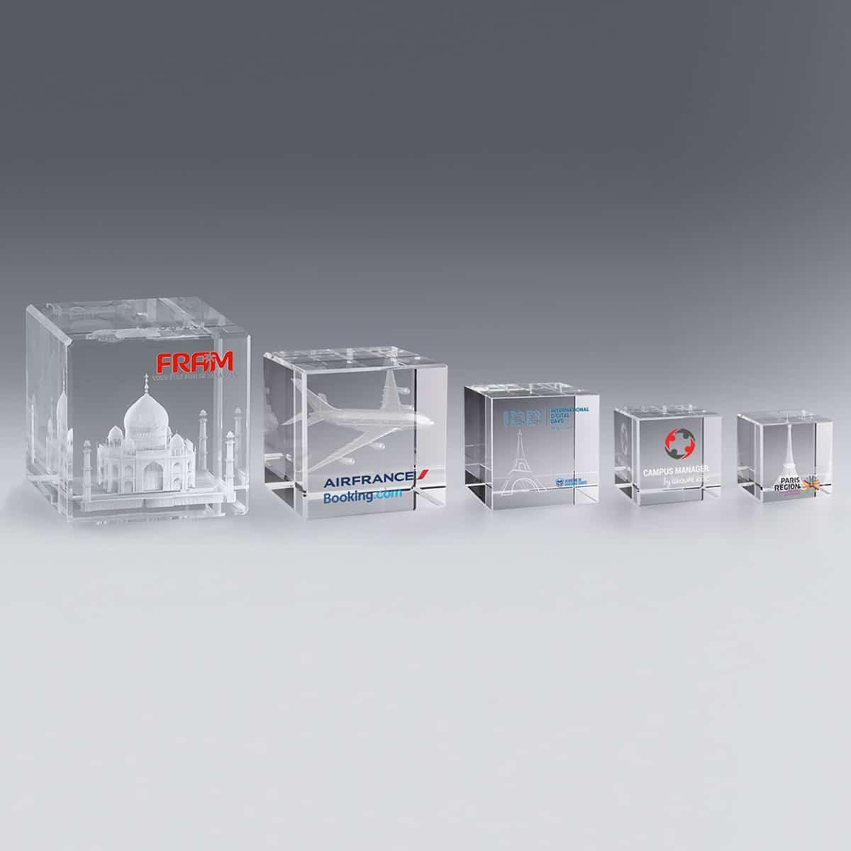 Trophée Cube de Verre Gravé 3D 8 cm