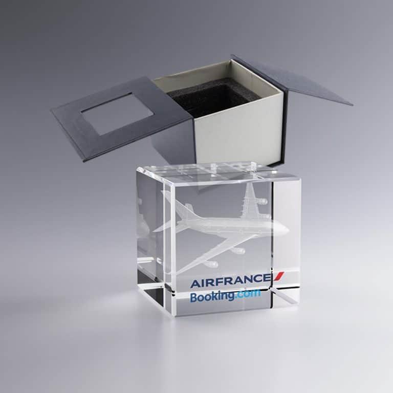 Trophée cube en verre gravure laser 3D et marquage couleur - 8cm