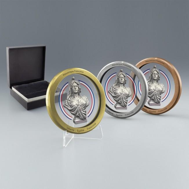Médailles sur mesure, verre et metal