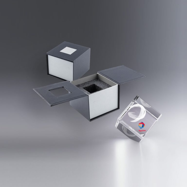 Cadeaux d'entreprise trophée cube en verre