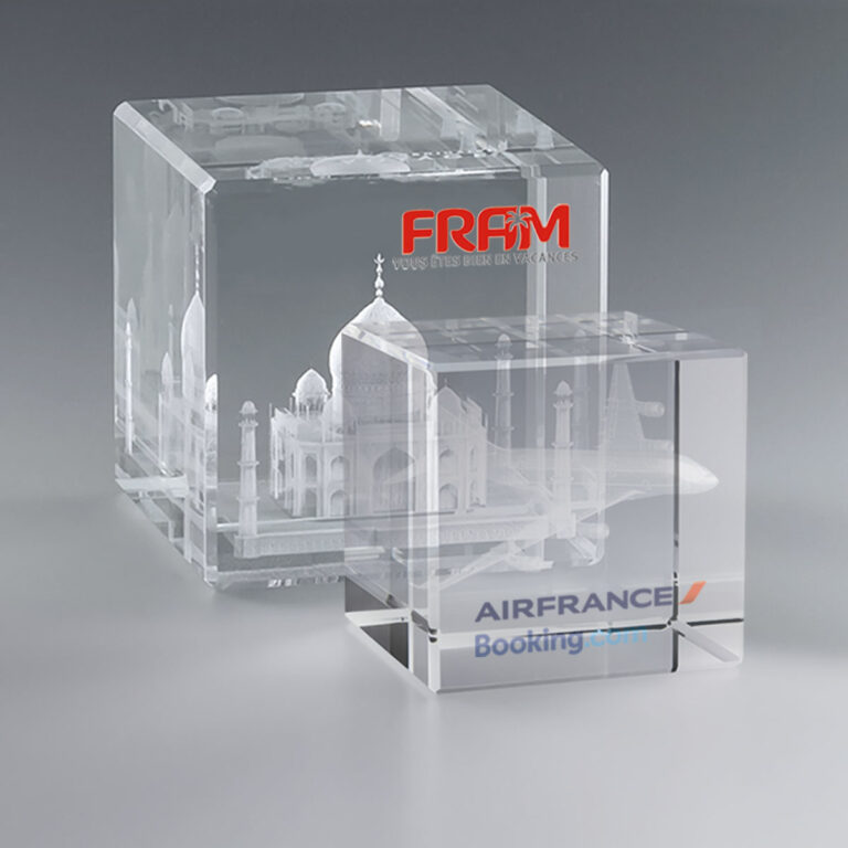 Boite cadeau trophée en verre personnalisé cube 8 cm pan coupé